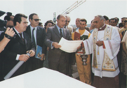 Antonio Cariglia durante la cerimonia della posa della prima pietra del Centro di Soggiorno per lavoratori anziani di VIeste