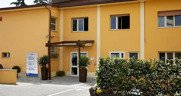 Presso il Centro di Riabilitazione a Pistoia vengono offerte prestazioni di riabilitazione ortopedica e neurologica, e fisioterapia, in forma ambulatoriale e domiciliare in convenzione con il Sistema Sanitario Nazionale