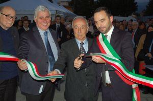 Samuele Bertinelli e Nicola Cariglia con il Direttore Generale della ASL Abati al taglio del nastro del centro Koinos