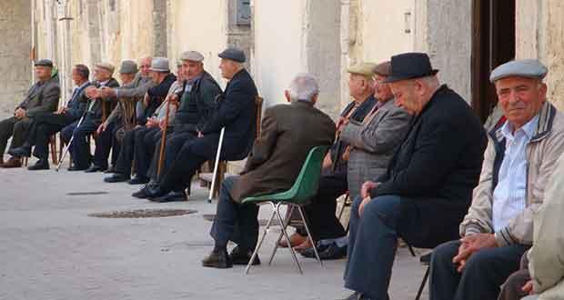 Aumento della popolazione anziana, famiglie sempre più in difficoltà per le scarse risorse