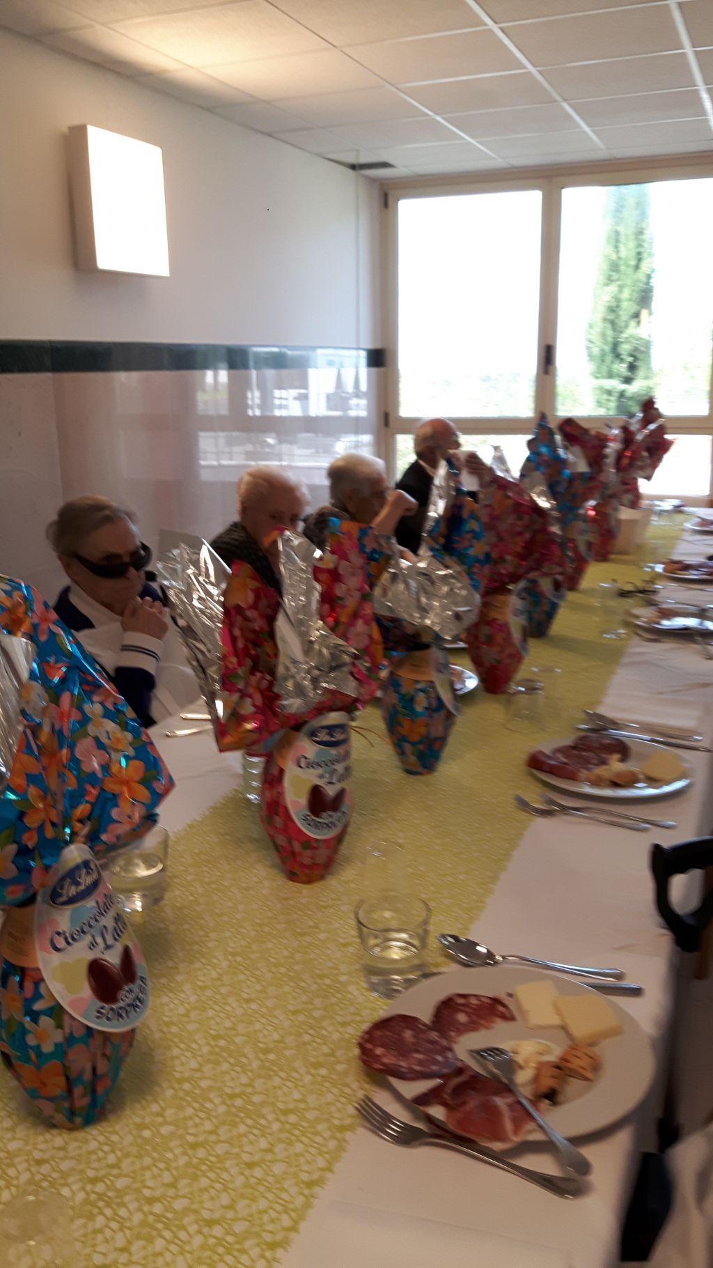Pranzo di pasqua in rsa per gli anziani ospiti della turati di zagarolo e i loro cari - Menu per ospiti a pranzo ...