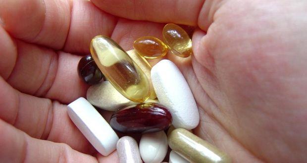E' diffusa, soprattutto negli over 65, l'abitudine di provvedere da soli ad aggiustamenti della terapia e a cure fai-da-te. L'importanza del medico per valutare la priorità e l'essenzialità dei farmaci.